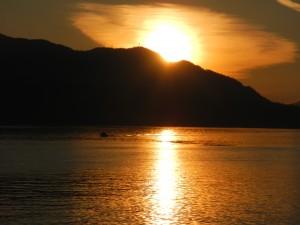 boat-in-the-setting-sun